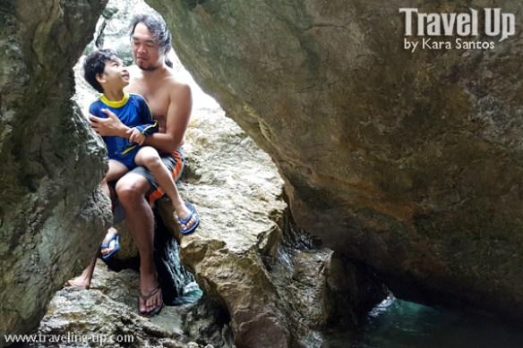 tugawe cove resort caramoan beach rocks (2)