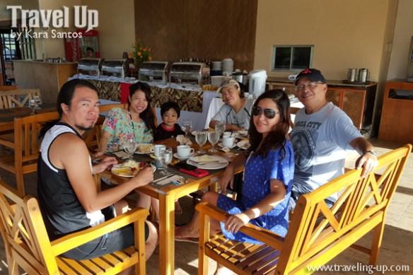 tugawe cove resort caramoan dining area