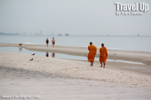 day 5 hua hin monks on beach thailand