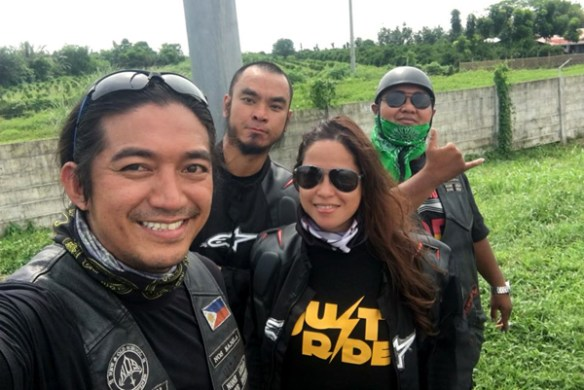 19-ride-along-motorcycle-tours-philippines-groupfie