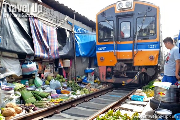 day 3 rom hub maeklong railway market train