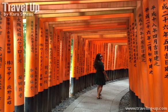 japan-travelup-torii-gates-at-inari-shrine-kyoto