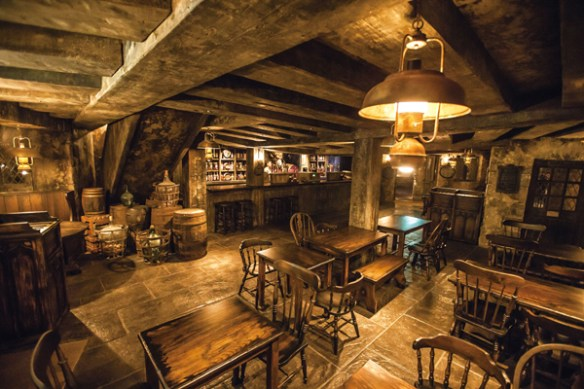 wizarding-world-of-harry-potter-universal-studios-japan-three-broomsticks