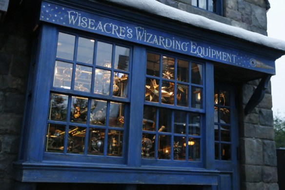 wizarding-world-of-harry-potter-universal-studios-japan-wiseacress-wizarding-equipment