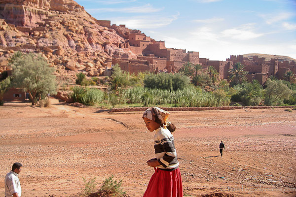 Ait Benhaddou girl crossing ksar