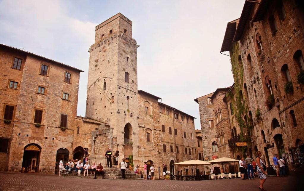 Piazza Mayor in San Gimignano, Tuscany, Italy