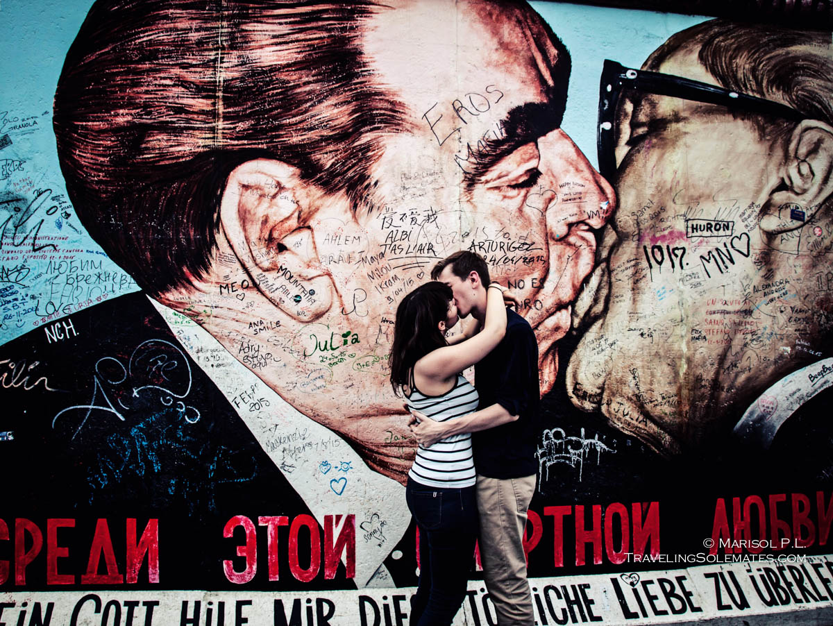 Arts, Paintings, Kissing in Berlin Wall's East Side Gallery