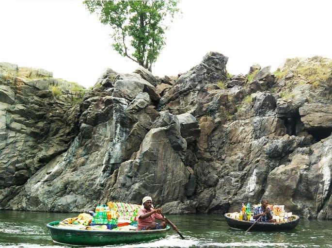 Vendors selling stuff, trip to hogennakal waterfalls