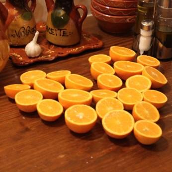 Orangen aus dem eigenen Garten = frischgepresster Saft zum Frühstück.