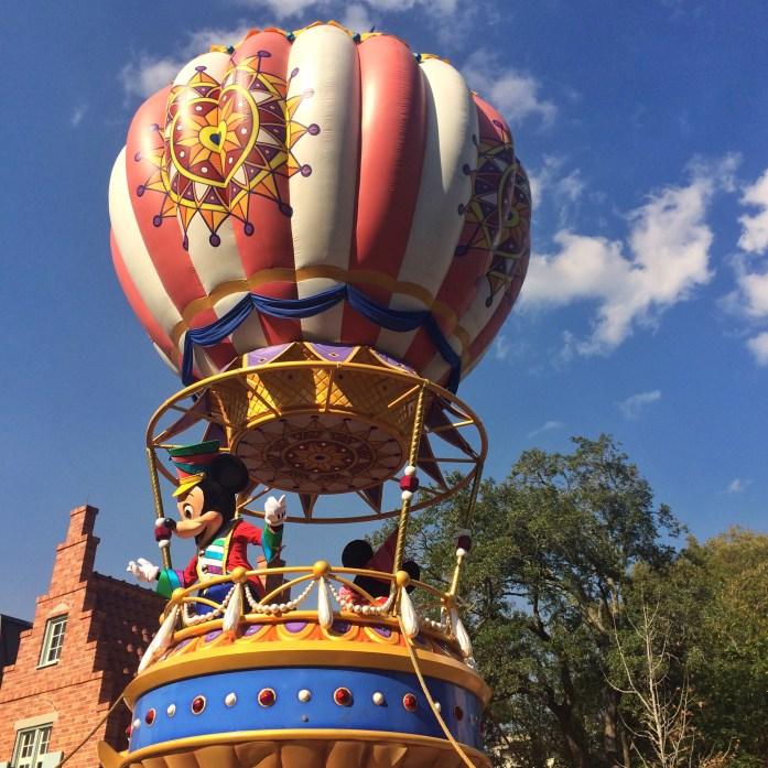 How-I-Afford-Travel-Disney-parade-mickey