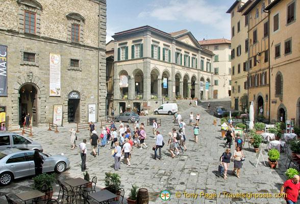 Cortona Piazza Signorelli