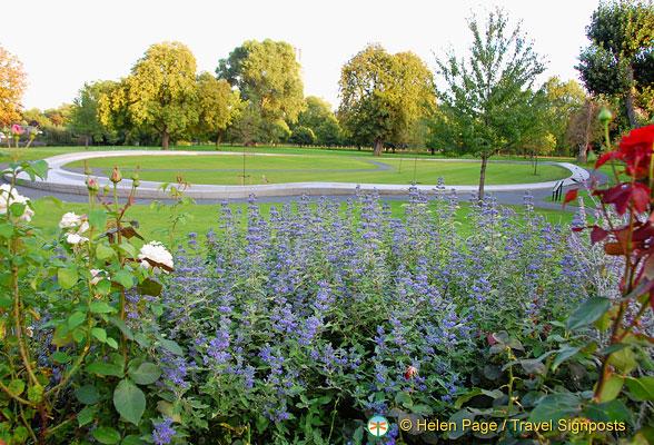 Diana Memorial Fountain - Hyde Park