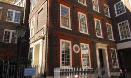 Dr Johnson's House © Travel Signposts