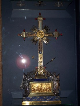A reliquary with a piece of the True Cross
