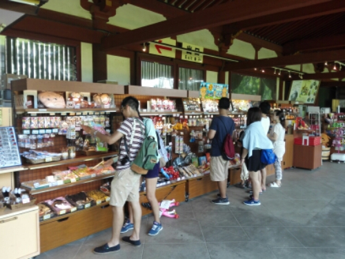 Souvenirs being sold at Daibutsu-den