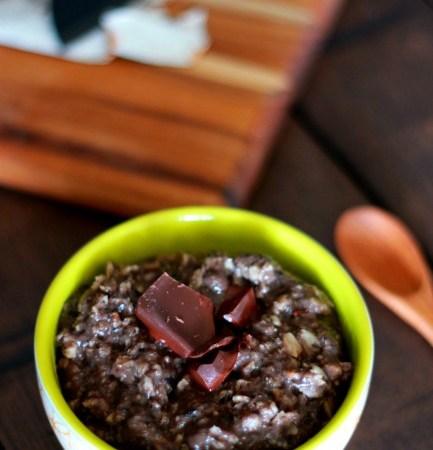 Cocoa Maca Porridge from treatswithatwist.com #glutenfree #vegan #breakfast #chocolate