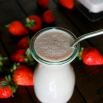 Strawberry Cashew Smoothie // treatswithatwist.com