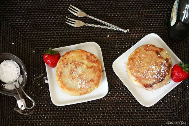 strawberry stuffed french toast // treatswithatwist.com