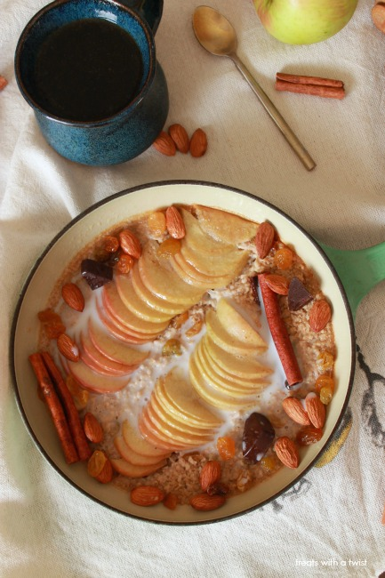 Baked Apple Cinnamon Steel Cut Oatmeal // treatswithatwist.com
