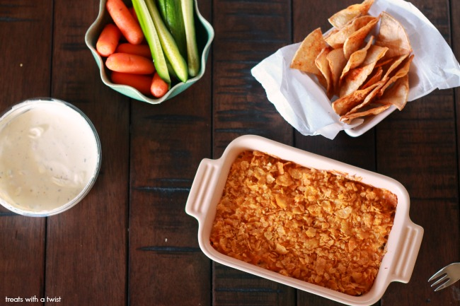 Cheesy Chicken Ranch Dip // gluten free// treatsiwthatwist.com and @Sabra