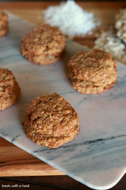 The BEST Oatmeal Raisin Cookies // gluten free, flourless, no refined sugar, one bowl // treatswithatwist.com