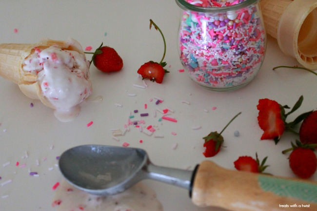 No Churn Strawberry Ice Cream // treatswithatwist.com