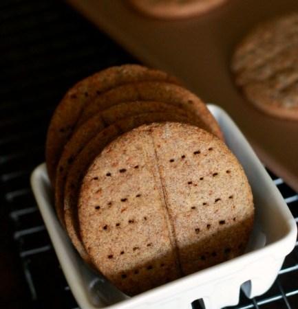 Sorghum Graham Crackers // gluten free // treatswithatwist.com