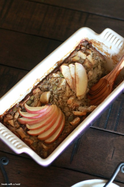 Apple Harvest Baked Oatmeal for Two // gluten free // treatswithatwist.com