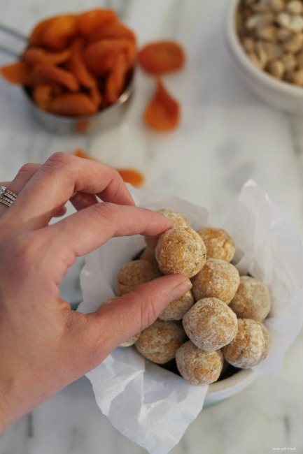 Apricot Energy Bites // gluten free, vegan // treatswithatwist.com