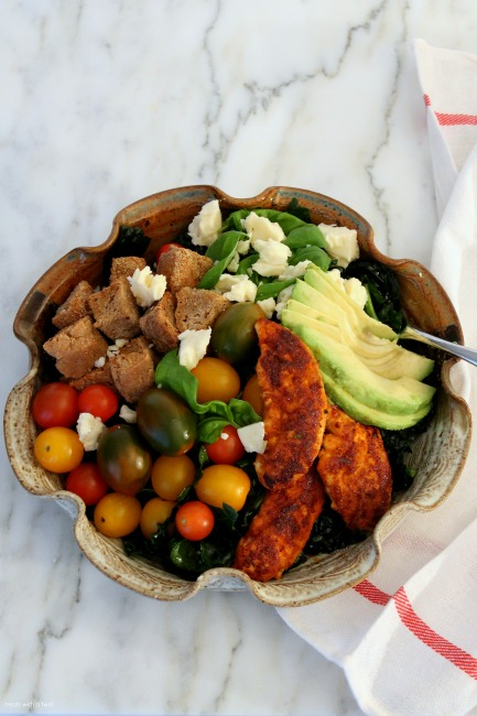 Blackened Chicken Kale Salad with Garlic Herb Croutons // gluten free// treatswithatwist.com