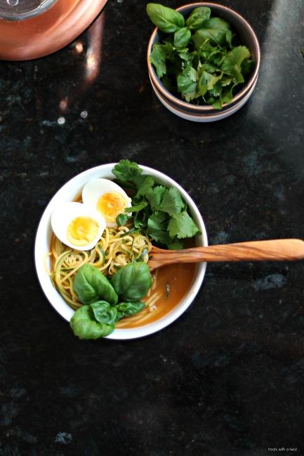 Easy Ramen Bowl // gluten free // treatswithatwist.com