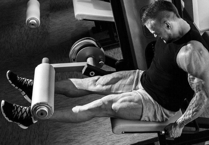 Massatreenissä tulee keskittyä erityisesti siihen, että työ tehdään juuri oikealla lihaksella. (Toisin kuin tämä setä, joka punnertaa polven ojennusta hauiksella ;) )