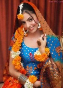 latest beautiful bridal mehndi dress 2013 3
