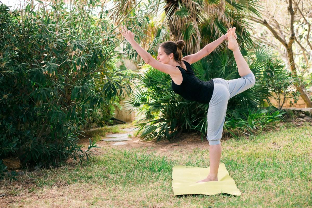 Elodie Prou - prof de yoga - posture de yoga