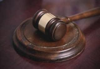 Búsqueda de empleados administrativos para el Departamento Judicial
