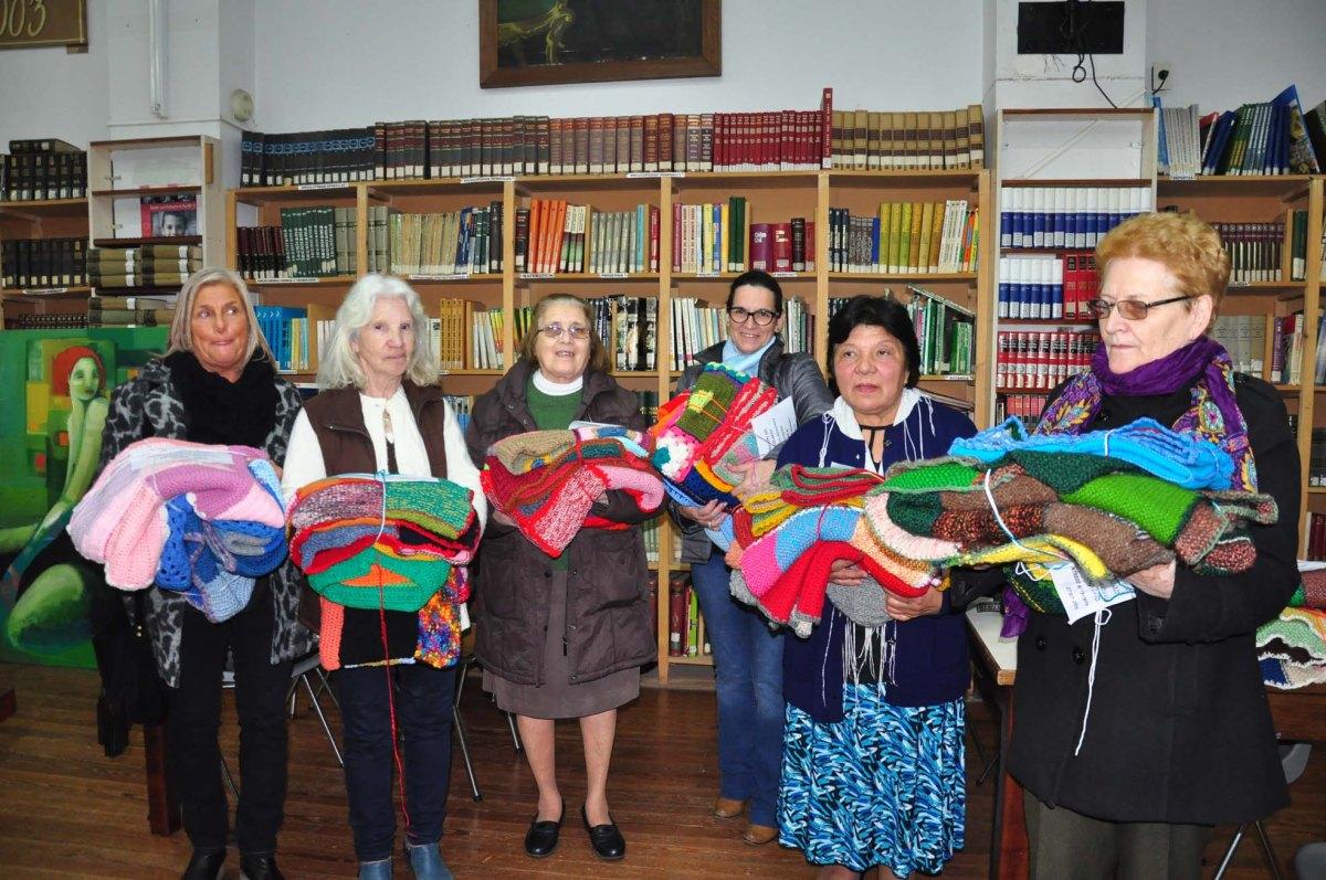 Entregaron las mantas realizadas por Encuentro Tejido Solidario