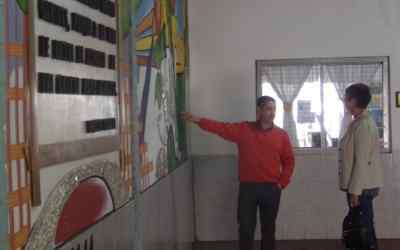 Bocca recorrió obras de arte realizadas por internos del Penal Las Tunas