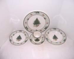 Small Of Christmas Dinnerware Sets
