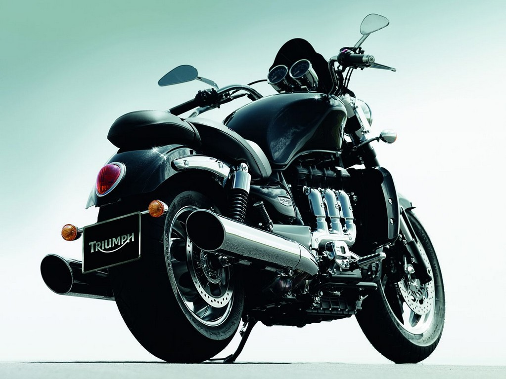 2011_triumph_rocket3_roadster_02