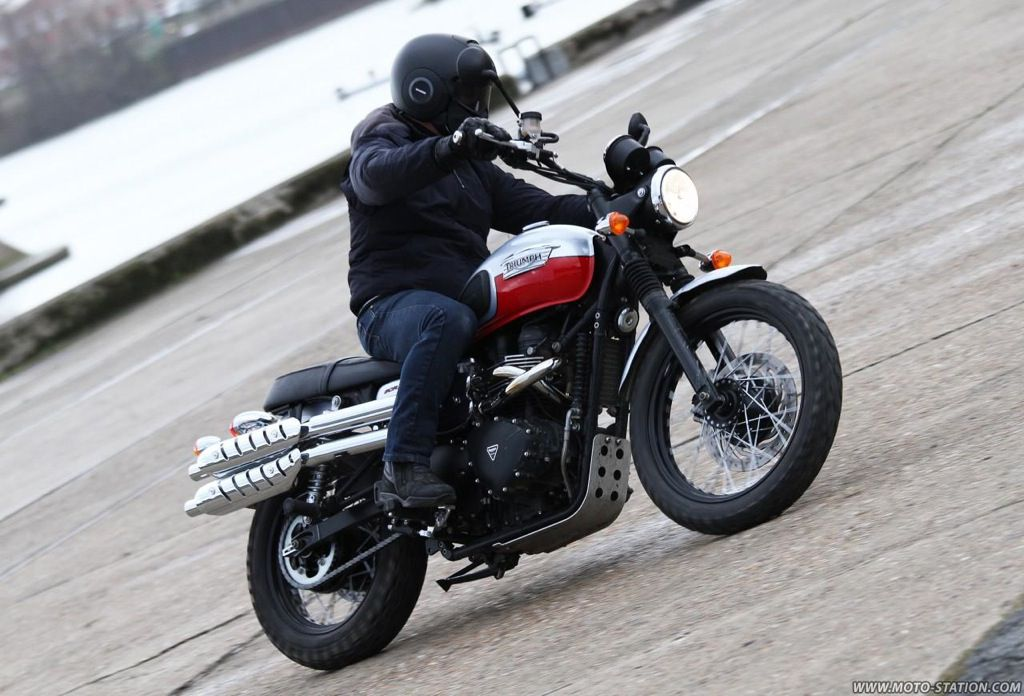 essai triumph scrambler 2014 sur moto station. Black Bedroom Furniture Sets. Home Design Ideas
