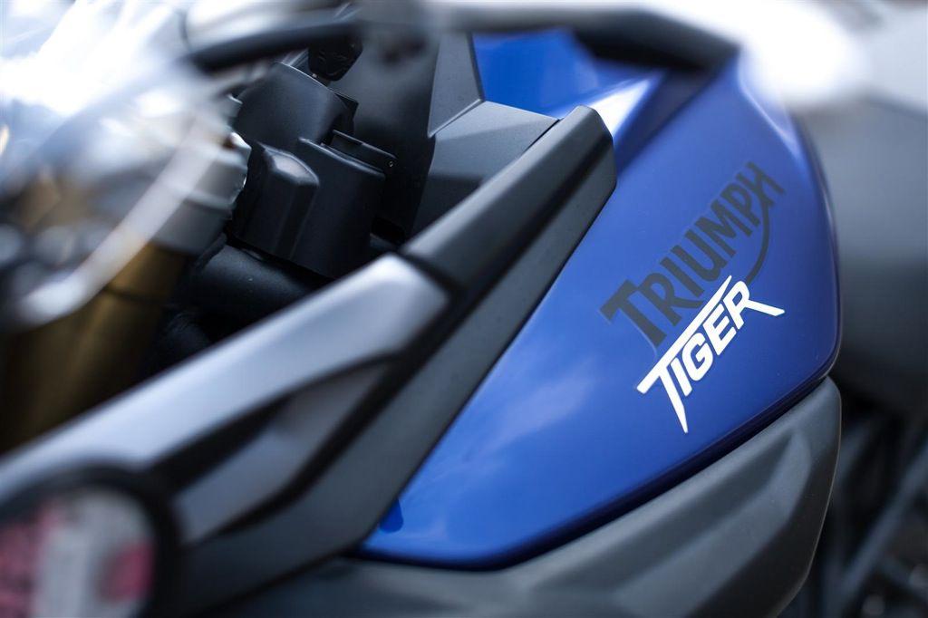 2014-Triumph-Tiger-800-13