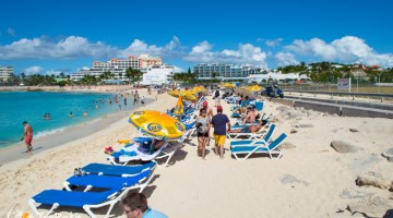St. Maarten Beach Bar is an Adventure in Plane Spotting