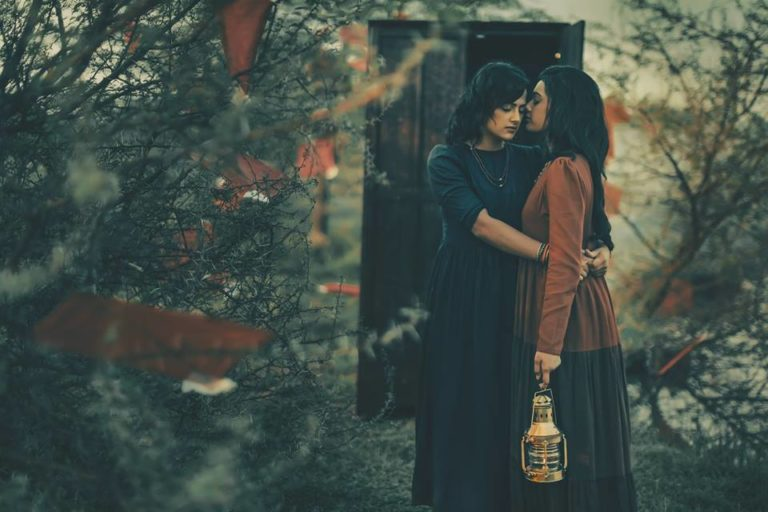 photographer-tells-tragic-indian-lesbian-story-through-30-heartbreaking-photos-5