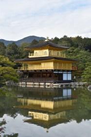 金閣寺(鹿苑寺) 京都 北山といえばここ!紅葉に映える黄金色の寺院はやはり美しかった!! [2015年晩秋旅行記 その40]