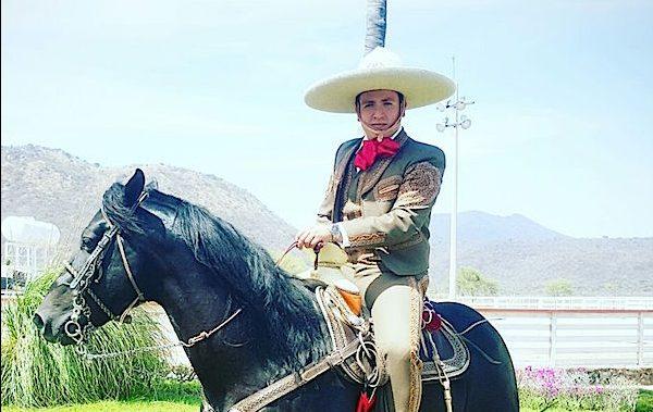 "Pancho Uresti vuelve al Mariachi con ""Dominó"""
