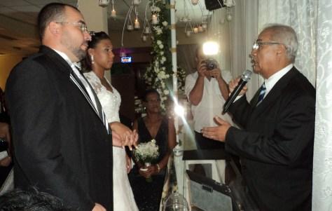 Foto muito boa cerimônia de Lais e Vanderlan 12.4.14