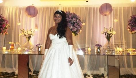 Na foto a linda debutante Karen Pinheiro logo depois do seu cerimonial em foto especial para nosso site.
