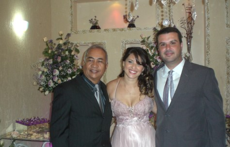 Túlio de Pinho (a direita) com o casal Liziene e Itamar