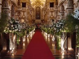 Igreja decorada para cerimônia de casamento