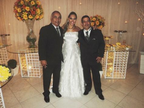 Na foto Túlio de Pinho com os noivos Andresa e Atila